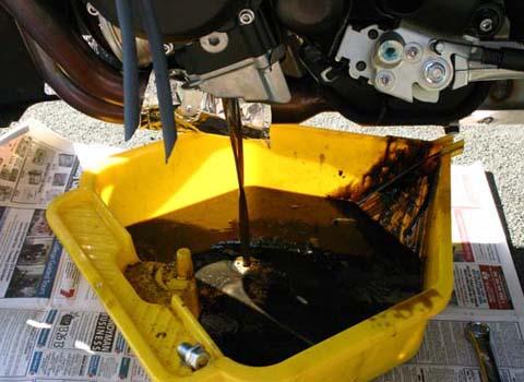 Cách kiểm tra nhớt động cơ xe máy - 2