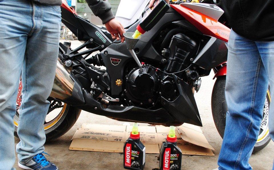 Thay nhớt máy cho xe môtô z1000 - 5