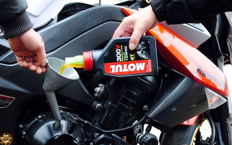 Thay nhớt máy cho xe môtô z1000 - 4