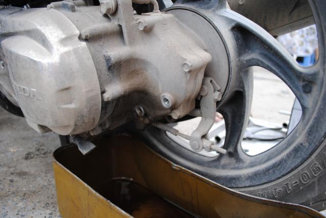 Hướng dẫn thay nhớt xe air blade 125 2015 - 6