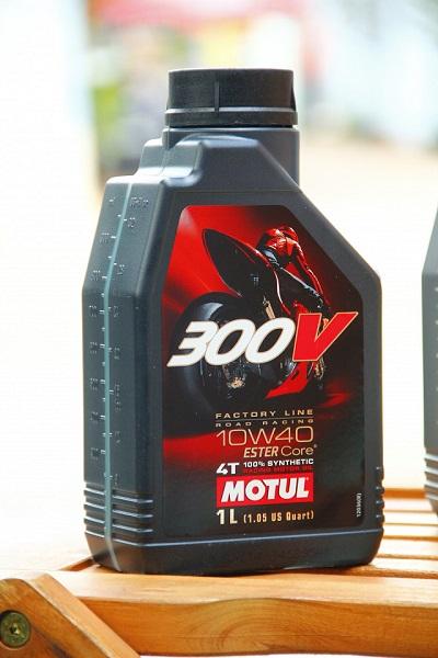 Motul 300v sử dụng công nghệ dầu nhớt ester core - 3