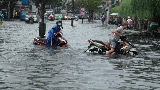 Xe tay ga bị ngập nước bao nhiêu thì phải thay nhớt - 1