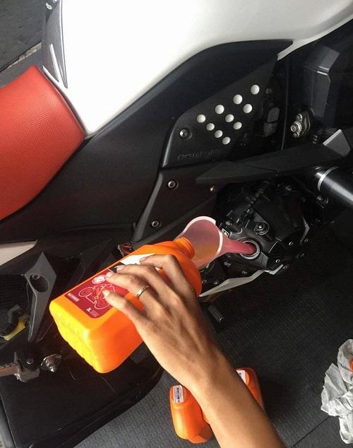 Loại nhớt xe số nào dùng tốt giúp bốc máy lợi xăng - 3