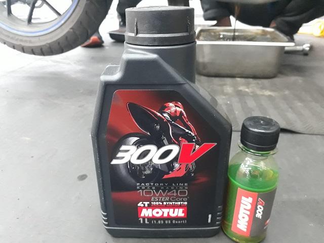 Nhớt chiết lẻ motul 300v 10w40 100ml - 1