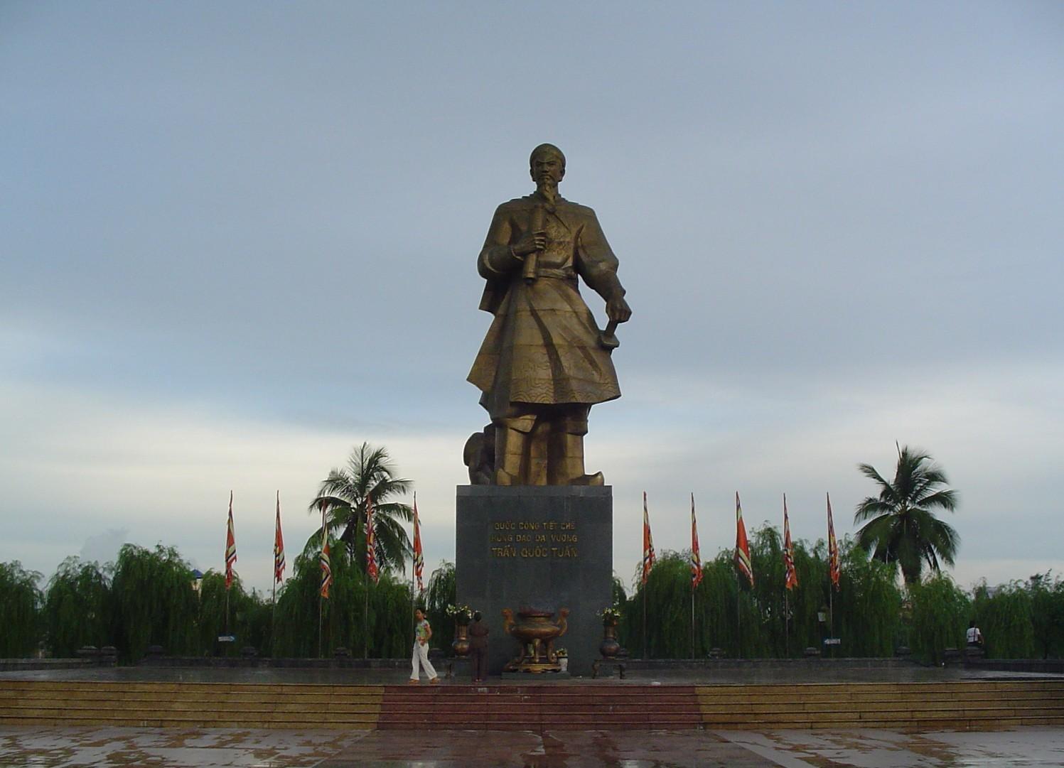 Bán nhớt Repsol chính hãng tại Nam Định