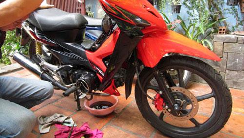 Cách kiểm tra nhớt động cơ xe máy