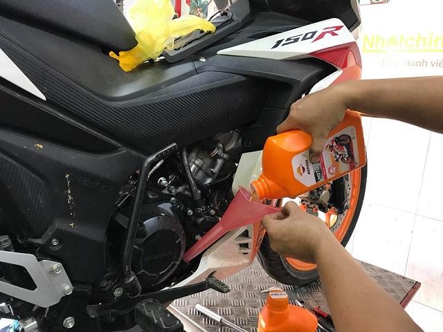 Cảm nhận nhớt Repsol Racing khi đi tour và trong thành phố