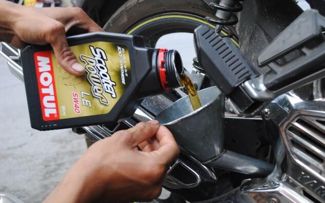 Lựa chọn và sử dụng dầu nhớt cho xe máy 4 thì